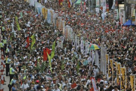 Trung Quốc đang phải đối phó với loạt bất ổn trong và ngoài nước. Trong ảnh, người dân Hồng Kông biểu tình đòi dân chủ