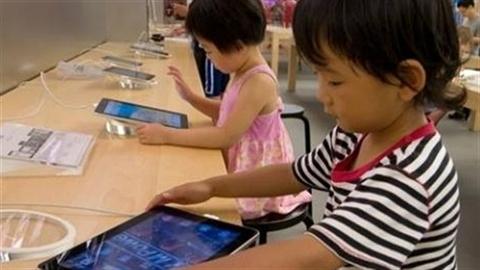 Smartphone, máy tính bảng khiến trẻ bị 'còi cọc' về cảm xúc