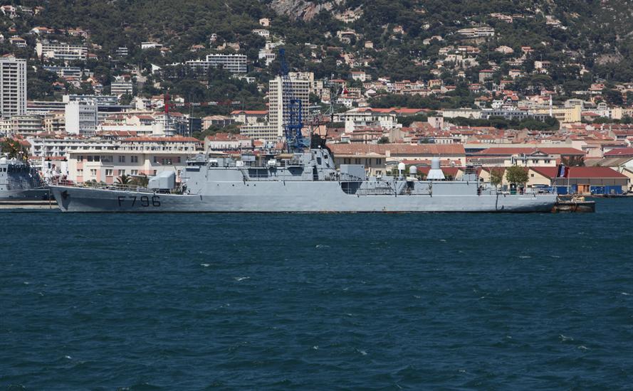 Trong nhóm này có tàu Vella Gulf của Hải quân Mỹ, tàu Surcouf của Pháp, tàu tuần tra Mahitis của Hy Lạp, hai tàu do thám của Pháp và tàu Elettra của Hải quân Italy. Trong ảnh: Khinh hạm Commandant Birot.