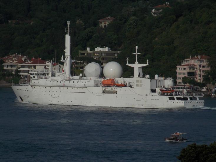 Tuy nhiên theo Hiệp định Montreux, các tàu chiến của các quốc gia không phải ở Biển Đen chỉ có thể lưu lại  khu vực này không quá 21 ngày. Chính vì vậy lực lượng ở Biển Đen của NATO chỉ còn một chiến hạm, cùng với tàu do thám của Pháp là Dupuy de Lome sẽ có mặt ở đây cho tới ngày 5/9. Trong ảnh: Tàu do thám Dupuy de Lome.