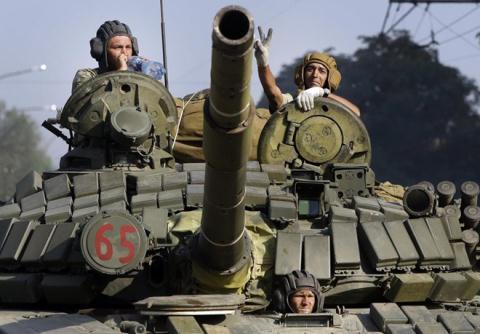 Xe tăng của quân ly khai tại Krosnodo, miền Đông Ukraine hôm 15/8