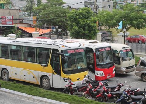 Ba ôtô được người dân thuê vào Đà Nẵng tham dự phiên tòa ngày 29/8.