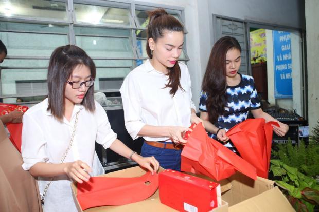 Hồ Ngọc Hà đón Trung thu cùng trẻ em ngoại thành lần thứ 5