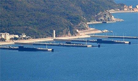 Tàu ngầm hạt nhân Type 094 tại căn cứ đảo Hải Nam