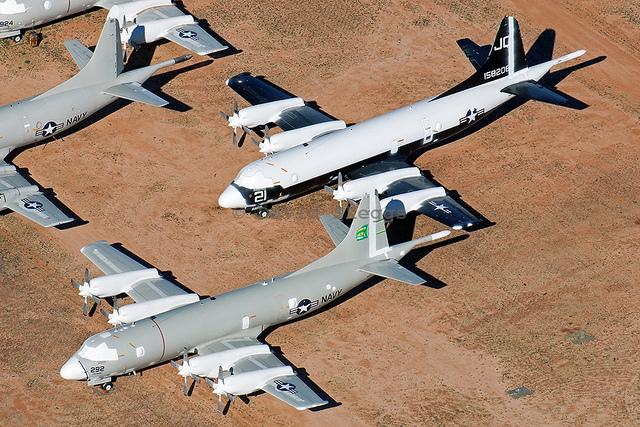 Hàng nghìn chiếc máy bay nghỉ hưu của Mỹ nằm ngay ngắn và lặng lẽ trong bãi rác vũ khí này. (Ảnh: Máy bay tuần tiễu chống ngầm P-3C Orion)