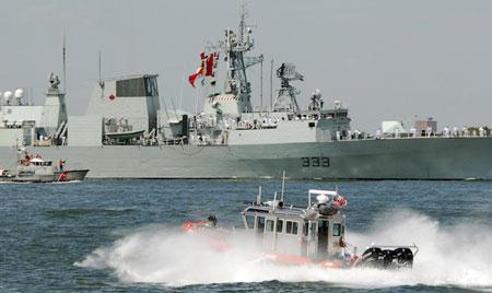 Tàu HMCS Toronto của Canada