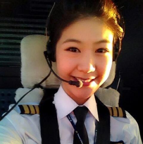 Ngắm nhan sắc xinh đẹp của 3 nữ phi công Việt Nam