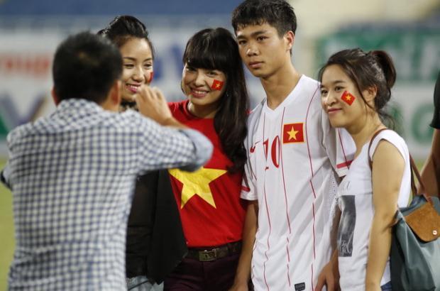 Ai 'bắt cóc' cầu thủ U19 Việt Nam sau trận thua Nhật Bản?