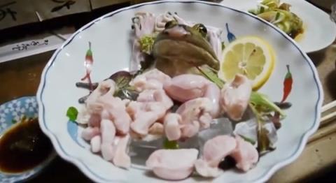 Những món ăn sống khó nuốt nổi tiếng nhất thế giới