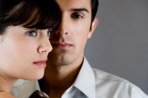 Phát hiện chồng ngoại tình với bạn thân nhờ ớt cắn dở