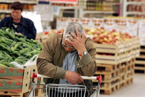 Ảnh: Roman Iarovitsyn / «Commersant». Nguồn: Lenta.ru 17/9/2014. Giá các mặt hàng lương thực thực phẩm ở Nga đang tăng với tốc độ chóng mặt. Nhiều chuyên gia dự báo giá sẽ tăng 20% trong 6 tháng tới