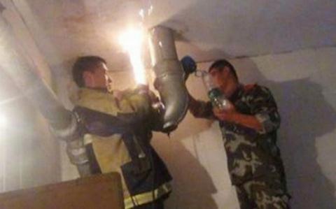 Giải cứu bé sơ sinh bị bỏ rơi trong ống thoát nước
