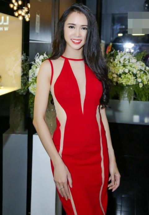 Vũ Ngọc Anh diện váy dễ gây hiểu nhầm