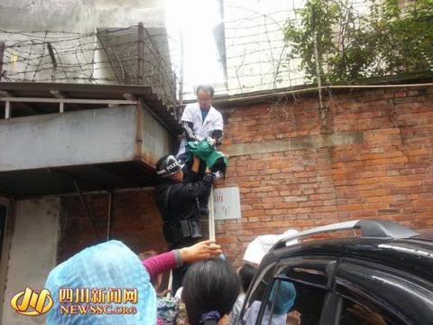 Phẫn nộ bé sơ sinh bị ném từ tầng tư bệnh viện