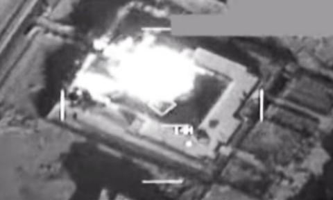 Hình ảnh của Bộ Chỉ huy Trung ương Mỹ cho thấy các mục tiêu của IS bị bắn phá ở Syria.