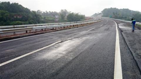 Cao tốc Nội Bài-Lào Cai nứt: Đề nghị từ Bộ Xây dựng