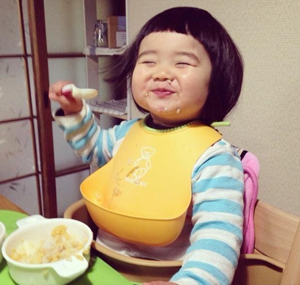 Vẻ háu ăn đáng yêu 'chết người' của 4 nhóc tỳ Nhật Bản