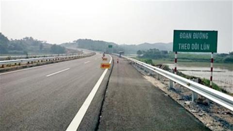 Đường Nội Bài-Lào Cai nứt: Thế này, đường VN còn hỏng nhiều!