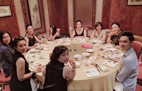 Những ca sĩ nổi tiếng như Tuấn Ngọc, Quang Vinh đều là khách mời biểu diễn thường xuyên trong các buổi tiệc gia đình của nhà Lý Quí.