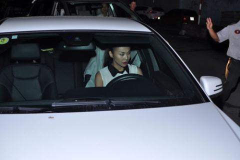 Thanh Hằng nói lời chính thức vụ cửa xe đụng thiếu nữ