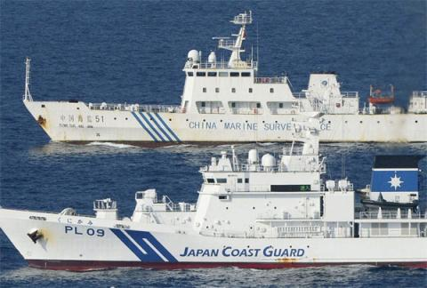 Tàu Nhật Bản và Trung Quốc so kè với nhau trong vùng biển Senkaku/Điếu Ngư