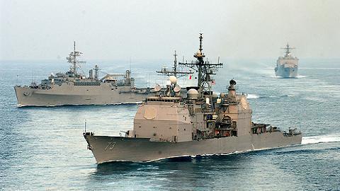 Tàu USS Germantown (LSD 42) cùng với tuần dương hạm USS Port Royal (CG 73), tàu đổ bộ LPD 5 USS Ogden trên Đại Tây Dương