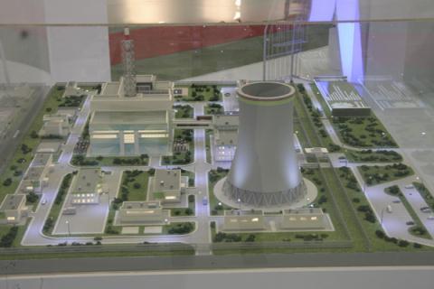 Một mô hình nhà máy điện hạt nhân của Nga được trưng bày tại Triển lãm về điện hạt nhân diễn ra tại Hà Nội trong tháng 10/2012