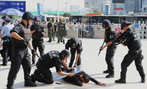 Cảnh sát Trung Quốc diễn tập chống khủng bố