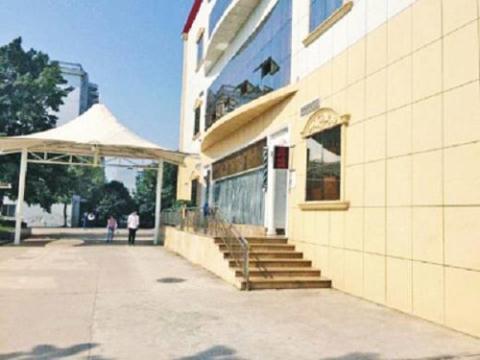 Khách sạn có hoạt động mại dâm nằm trong khuôn viên trường đại học Công nghệ Vũ Xương (Trung Quốc) nhìn từ bên ngoài.
