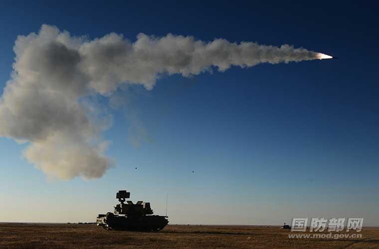 Chỉ tính riêng tháng 9/2014, Trung Quốc đã tổ chức 6 cuộc tập trận. Đầu tiên là đợt tập trận quy mô lớn nhất từ trước đến nay của không quân PLA, huy động trên 100 chiến đấu cơ thế hệ thứ tư, tiến hành tại vùng sa mạc Tây Bắc Trung Quốc.