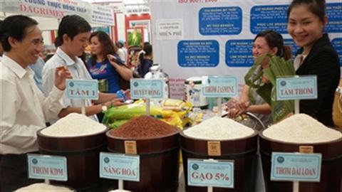 VN làm từ thiện cho nước ngoài: Oan cho nông nghiệp