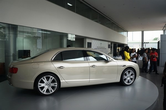 Chiếc Bentley FlyingSpur W12