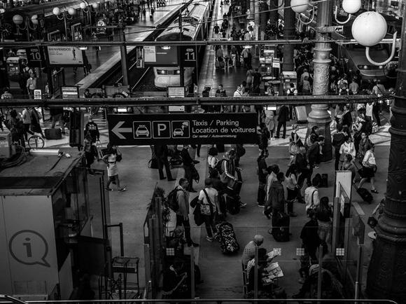 Mỗi ngày 2.100 chuyến tàu tại nhà ga phục vụ 700.000 hành khách đi lại.