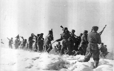 Lính biên phòng Trung Quốc đổ bộ lên đảo Damansky trong cuộc chiến biên giới 1969