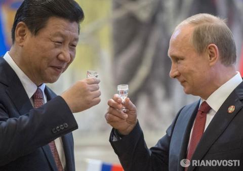 Trong bối cảnh bị Mỹ cấm vận, Nga đã ký với Trung Quốc hàng loạt hợp đồng kinh tế lớn