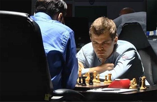 Carlsen và Anand tại trận tranh chức vô địch cờ vua thế giới 2014, Sochi, Nga