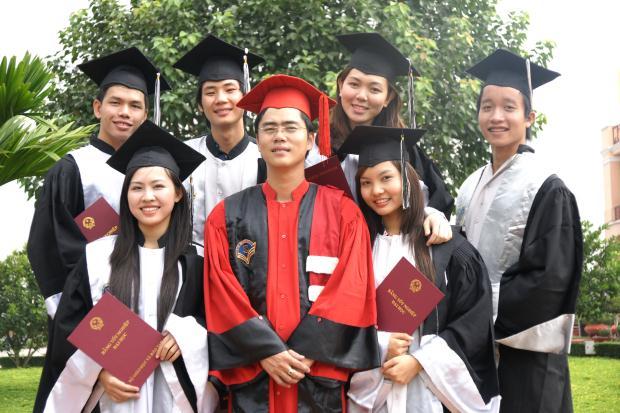 Với các bạn sinh viên trong ngày tốt nghiệp