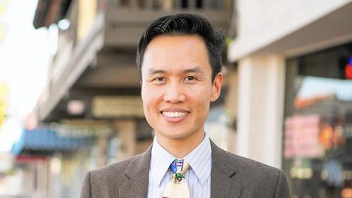 Tân thị trưởng Garden Grove Bảo Nguyễn. Ảnh: LA Times