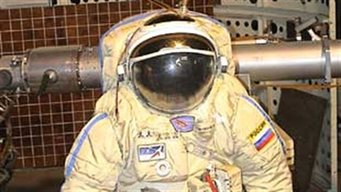 Áo giáp vũ trụ sử dụng trên mặt trăng của Nga