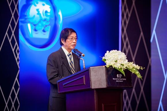 Ông Đặng Nhật Minh, Tổng Biên tập Tạp chí Nhịp Cầu Đầu Tư phát biểu khai mạc chương trình.