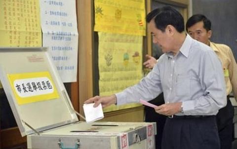 Lãnh đạo Đài Loan Mã Anh Cửu tham gia bỏ phiếu (Ảnh Reuters)