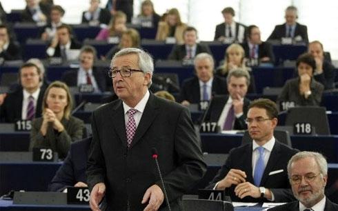 Chủ tịch Ủy ban châu Âu Jean-Claude Juncker phát biểu tại Nghị viện châu Âu hôm 26/11 (Ảnh AP)