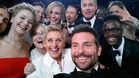 Ảnh tự chụp các nhân vật nổi tiếng nhất trong làng giải trí thế giới tại Hollywood, California, Mỹ hôm 2/3. Ảnh: Reuters