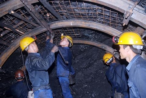 lĩnh vực năng lượng của VN về cơ bản và lâu dài sẽ phụ thuộc tiếp vào việc nhập khẩu than và nhập khẩu điện năng từ TQ
