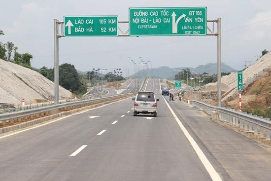 Cao tốc Nội Bài - Lào Cai đưa vào khai thác là bước đột phá lớn của ngành GTVT, một trong những dự án đường cao tốc lớn nhất và dài nhất Việt Nam (tổng chiều dài 245km)
