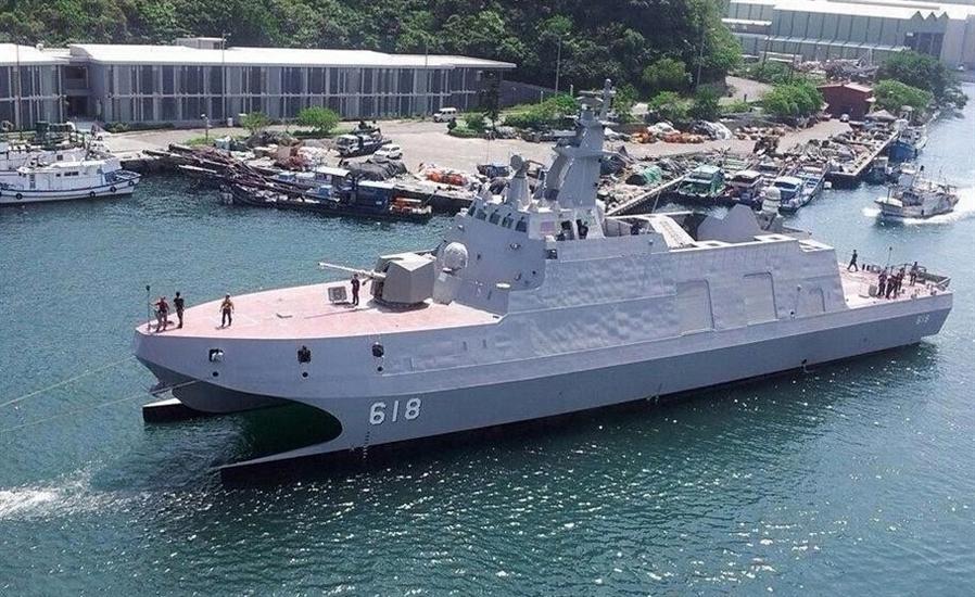 """Theo CNA, cuộc thử nghiệm của tàu hộ tống tàng hình tên lửa Tuo Jiang 500 tấn diễn ra trên Biển Đông hồi tháng 11/2014 vừa qua. Trong khi thử nghiệm, con tàu này có thể đạt tốc độ tối đa trên 81 km/h, và kết quả này khiến Đài Loan khá """"hài lòng"""", còn CNA thì tuyên bố: """"Tàu hộ tống này sẽ đóng vai trò là 'sát thủ' diệt hạm đối phương bởi nó có thể chạy rất nhanh và tiếp cận mục tiêu mà không dễ bị radar phát hiện""""."""