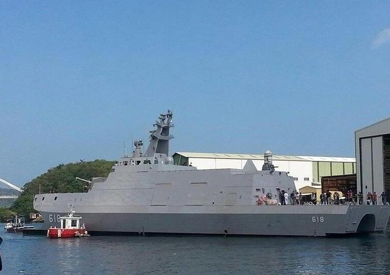 """Khả năng của con tàu được Đài Loan tung hô là """"sát thủ diệt tàu sân bay"""" bởi nó có tầm hoạt động khoảng 3.700 km và được trang bị 2 loại tên lửa hiện đại nhất hiện nay của Đài Loan là Hùng Phong II và Hùng Phong III."""