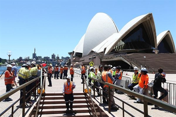 Australia đã cho sơ tán du khách ở các địa điểm lớn, tập trung đông người như nhà hát Opera Sydney.