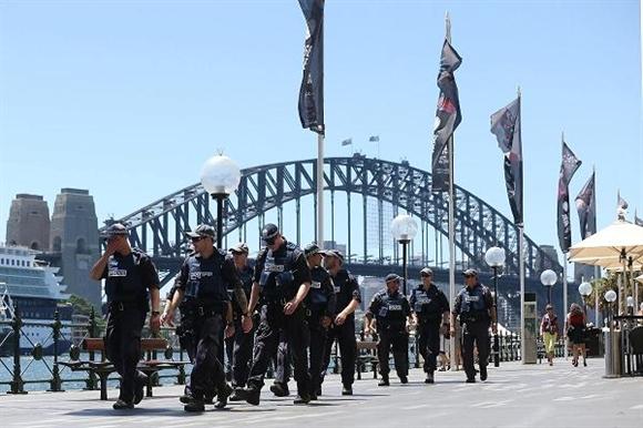 Ngay sau thông tin về vụ bắt cóc, giới chức Australia đã cho triển khai lực lượng đặc nhiệm để giia cứu con tin.