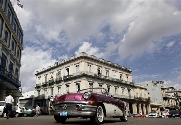 Buick 1956 mui trần trên phố Havana